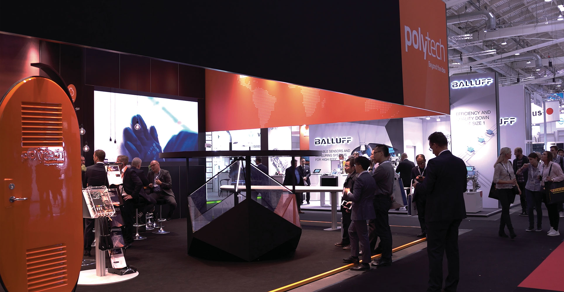 Marketing activation at an expo using a Dreamoc Diamond holographic display for the company PolyTech